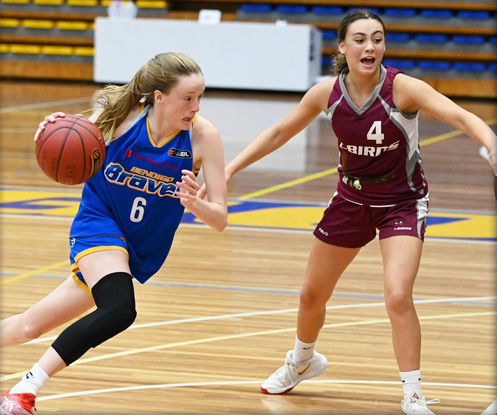 Caitlin is pictured in action with the Bendigo Braves at the 2021 Country Championships. Photo: Basketball Victoria.